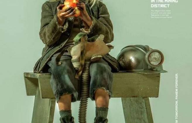 Lily Elsington, 6 tuổi, cô bé đáng thương đến từ quận 12, quê hương Katniss. Có vẻ như ở đây, trẻ em cũng phải tham gia lao động dưới mỏ than trong những điều kiện tồi tệ.