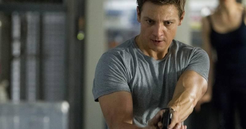 Tài tử Jeremy Renner đóng vai chính trong phim The Bourne Legacy.