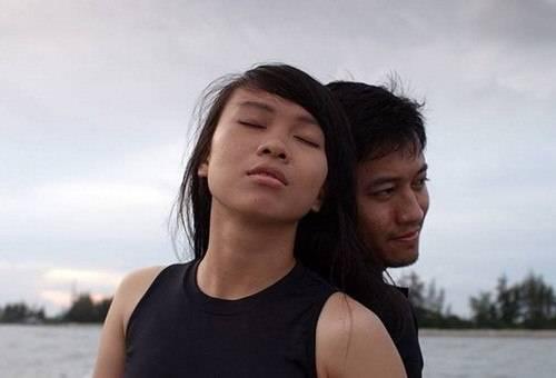 Quỳnh Hoa và Quý Bình trong một cảnh phim.