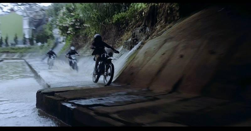 Cảnh rượt đuổi xe máy gây cấn giữa người hùng Lôi Báo và thế lực xấu